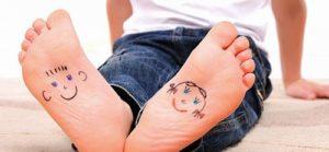 У ребенка потеют и пахнут ноги