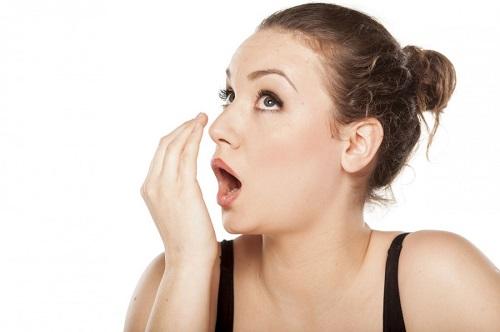 Запах уксуса изо рта: Причины и Лечение!