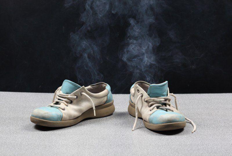 Воняют ноги и обувь: что делать в домашних условиях?